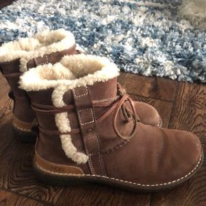 Ugg women's winter short boot